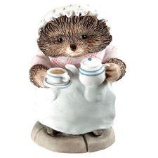 Mrs Tiggy-winkle: Mrs Tiggy-winkle Pouring Tea - 6cm Miniature Figurine
