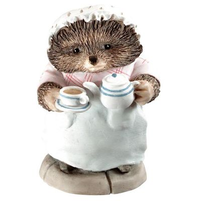 Peter Rabbit: Mrs Tiggy-winkle Pouring Tea - 6cm Miniature Figurine