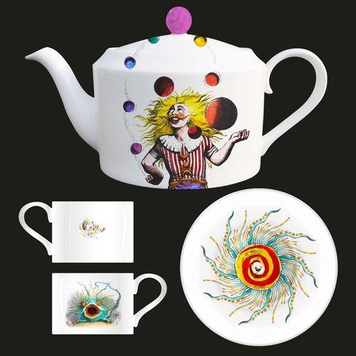 Queen: Queen Archive Edition: Innuendo Bone China Tea Pot + Tea Cups & Saucers