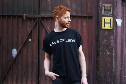 Kings Of Leon: Helvetica Black T-Shirt - Large