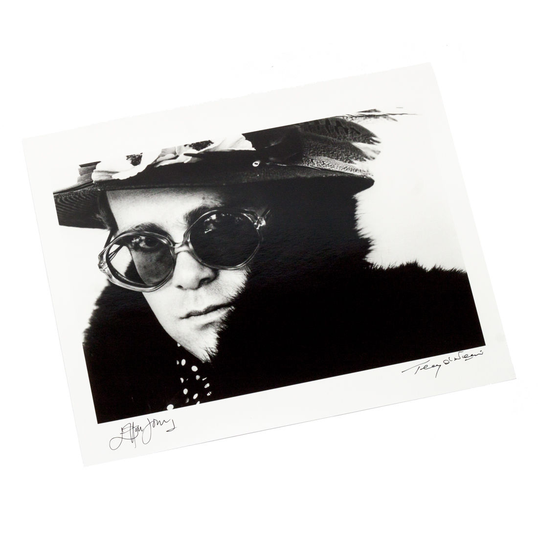 Elton John: No.50 of 50 Limited Edition Fine Art Print – Signed by Elton John & Terry O'Neill (16x20)